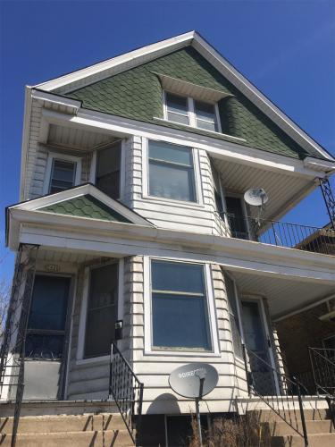 2424 W Greenfield Avenue #4 Photo 1