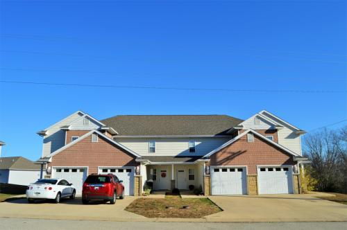 107 Andrews Dr Photo 1