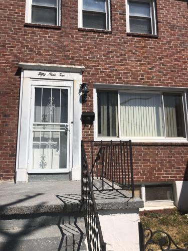 5910 Fenwick Avenue Photo 1