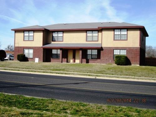 901 Clairidge Avenue Photo 1