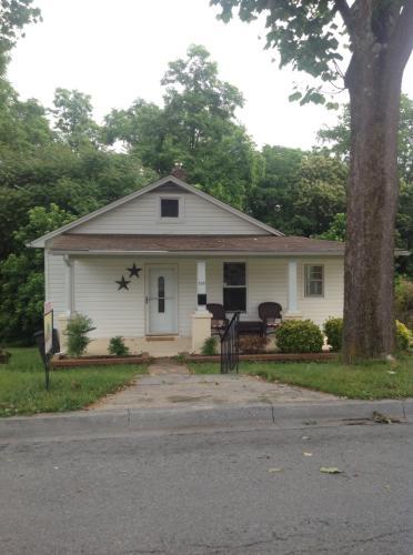 224 Foxland Avenue Photo 1