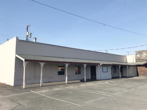 157 N Oak Street - W Wing Photo 1