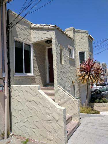 558 Bellevue Avenue Photo 1