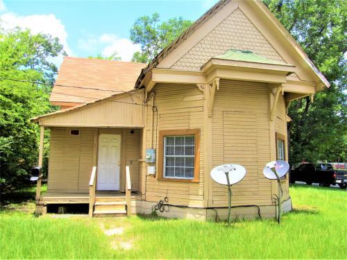 302 Magnolia Street Photo 1
