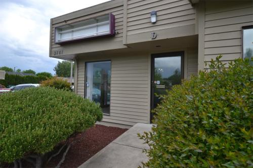 3787 River Road N #4D Photo 1