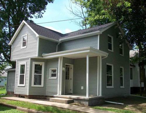 1104 N Oak Street Photo 1
