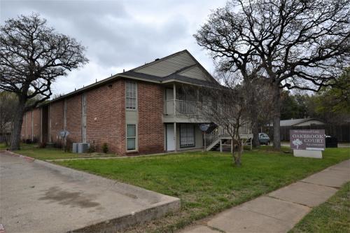 701 Oakwood Lane Photo 1