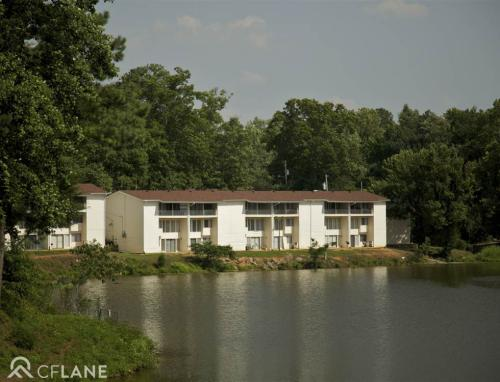 Lakeside Reserve Apartments Photo 1