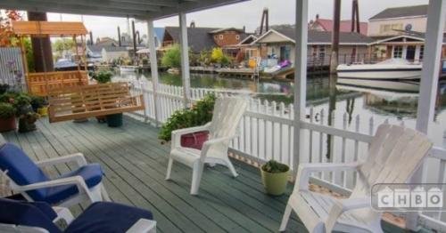 Furnished Floating Home on the River Photo 1