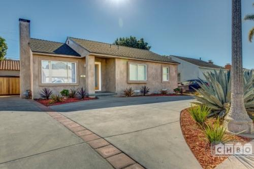 Newly Remodeled Home by LA Airport Photo 1