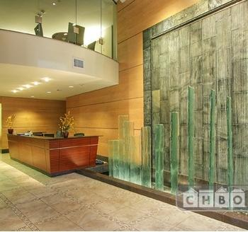 Luxury Corporate Living in Ideal Downtow Photo 1