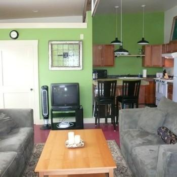 Large 2 Bed Studio in the Heart of Hawthorne/Be... Photo 1