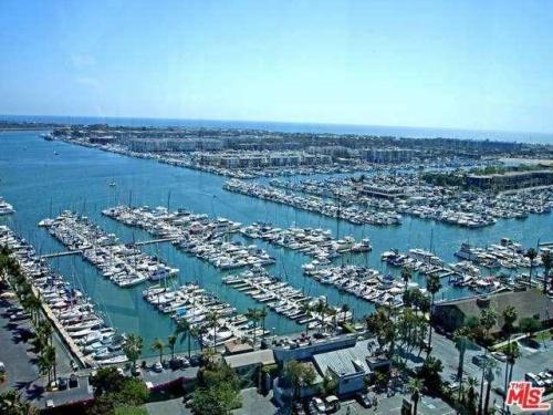 13700 Marina Pointe Drive Photo 1