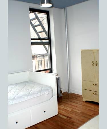 2 bed, 1.0 bath, $2,500 18 Photo 1