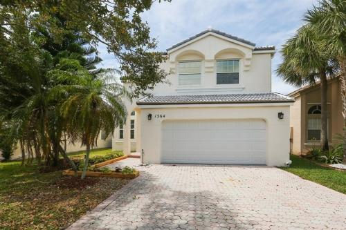 1364 NW 159th Ave Photo 1