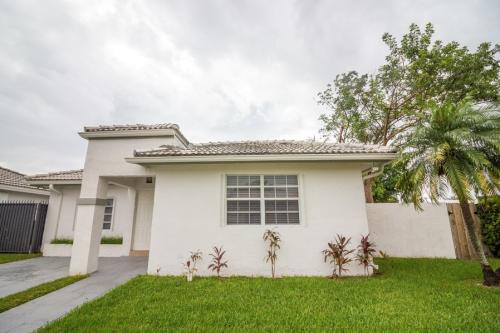 11460 SW 145th Ave Photo 1
