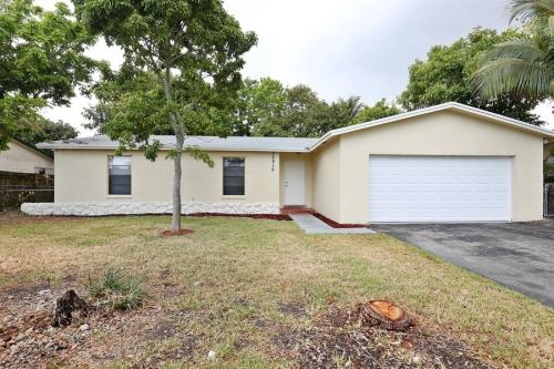 16910 SW 108th Ave Photo 1