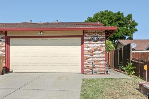 2318 Banyan Way Photo 1