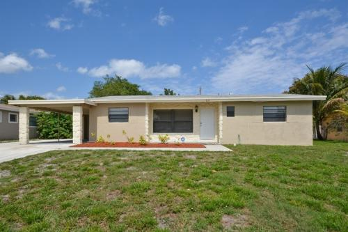 513 Dolphin Dr Photo 1