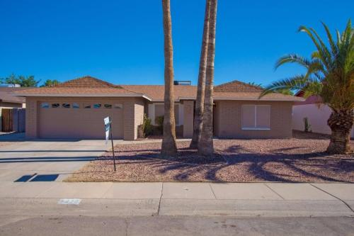 5420 W Desert Cove Avenue Photo 1