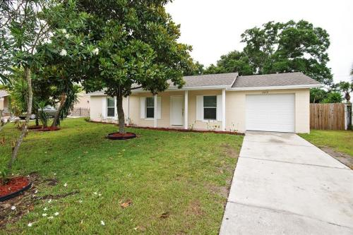 6672 Glades Ave Photo 1