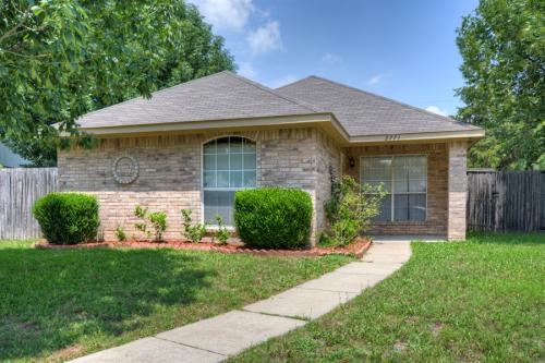 2771 Oak Bend Lane Photo 1