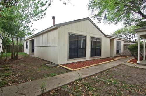 11911 N Youngwood Ln Photo 1