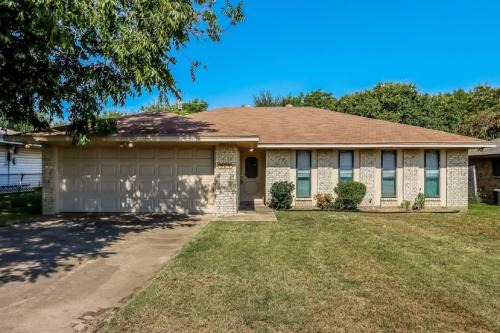 824 Green Pastures Dr Photo 1