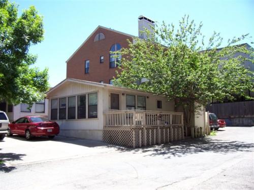 2908 Cole Street B Photo 1