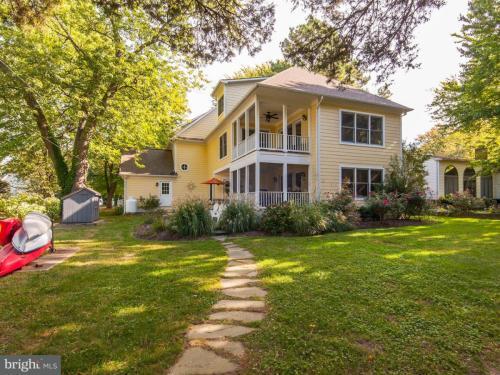 706 Riverview Terrace Photo 1