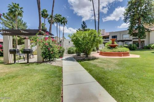 8649 E Royal Palm Road Photo 1