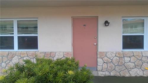 923 22nd Place #119 Photo 1