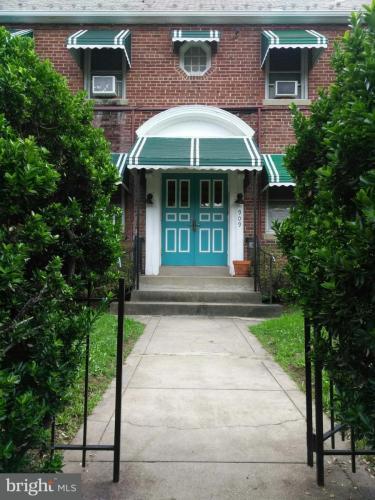 909 Quincy Street NE #2 Photo 1