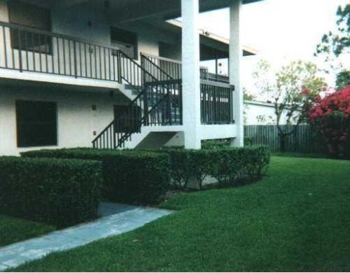 1200 SE Parkview Place #5 Photo 1
