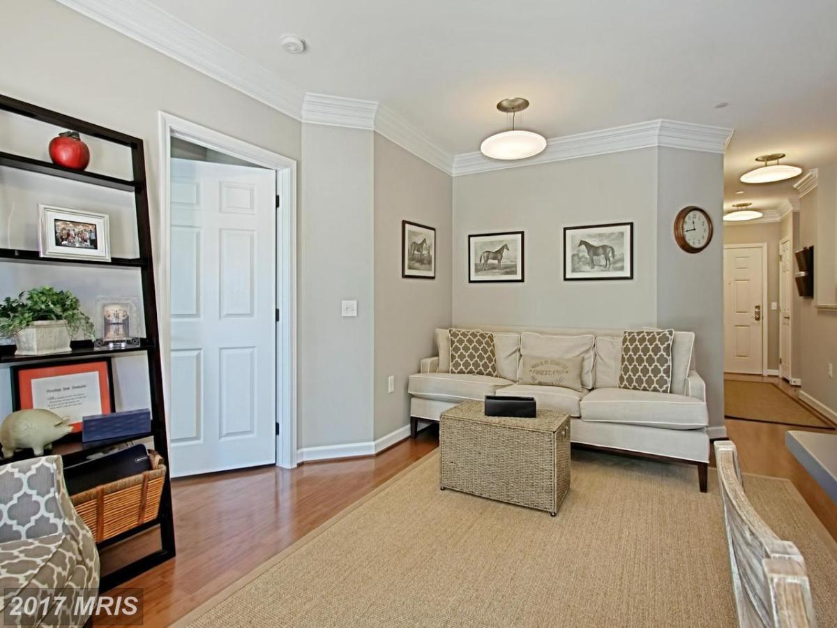 apartment unit 110 at 2101 monroe street n arlington va 22207