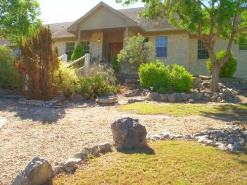 226 NW Hills Dr Photo 1