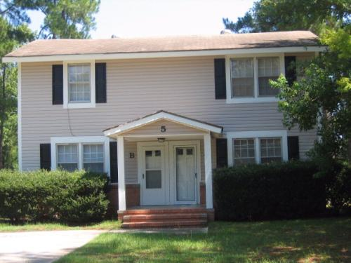 5 Country Squire Court #B Photo 1
