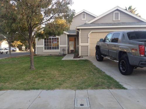 2261 Huntington Drive Photo 1