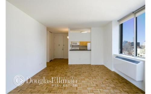 305 W 50th Street 10M Photo 1