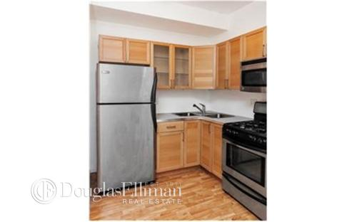 893 Myrtle Ave Apt 1A Photo 1