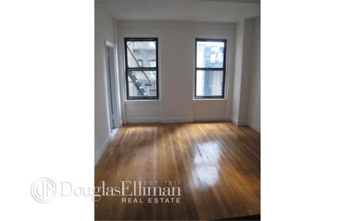 140 E 46th Street Apt 3G Photo 1