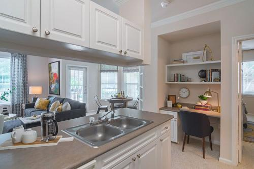 Clearwater Creek Apartment Homes Photo 1