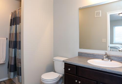 Thelin Center Apartments Photo 1