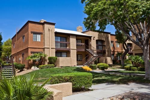 Desert Ridge Apartments Photo 1