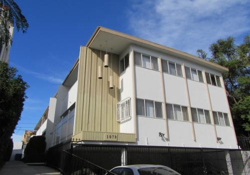 1079 Meadowbrook Ave Unit 4 Los Angeles Ca 90019 Photo 1