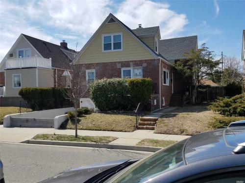 561 Laurelton Boulevard Photo 1