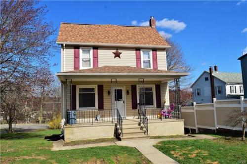 407 Oak Street Photo 1