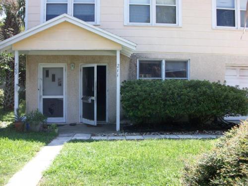 211 Oleander Street Photo 1