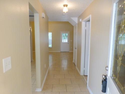 623 W Oak Terrace Photo 1
