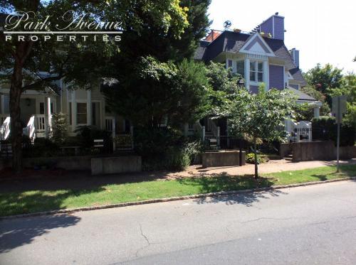 304 W 10th Street Photo 1